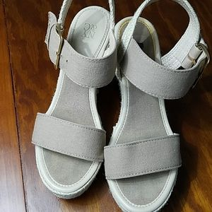 5/$15❤NY & CO Platform Wedge Heels, sz 7